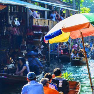 물 위에 펼쳐진 장터, '파타야 수상시장'에서 현지 음식 맛보기