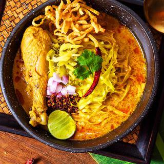 푸켓의 흥겨운 밤, 'Ka Jok See Restaurant in Phuket'에서 춤추기