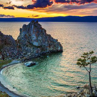 바위 속 용이 수호하는 신비로운 '올혼섬'에서 일몰 감상하기