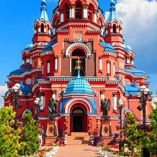 화려한 옷을 입은 러시아 정교회 예배당, '카잔 성당' 방문하기
