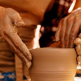 캄보디아의 전통 예술품, '크메르 도자기' 만들기