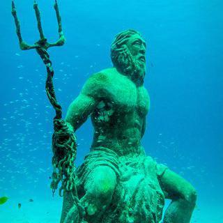 물 아래의 박물관, 'Cancún Underwater Museum'에서 수중 조각품 감상하기