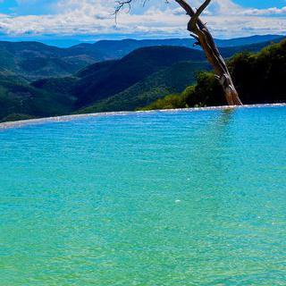 흐르지 않는 폭포, 'Hierve el Agua'에서 수영하기