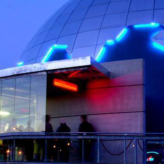 앉아서 즐기는 우주여행, 'Cité de l'Espace'에서 IMAX 보기