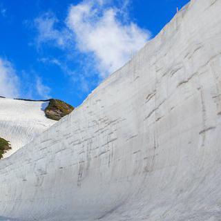순백으로 물든 협곡, 'Snow Corridor'에서 거대 설벽 보기