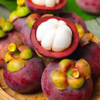 열대 과일 천국, 'Psar Nat'에서 망고스틴 먹기