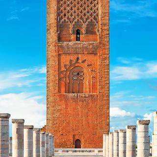 미완의 모스크, '하산 탑'에서 완성된 탑 상상해보기