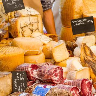 로맨틱한 프랑스 재래시장, '쿠베르 시장'에서 전통 치즈 쇼핑하기