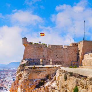 바위산의 중세 요새, 'Santa Bárbara Castle'에서 사진 찍기
