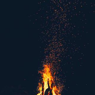 스페인의 여름 축제, 'Bonfires of Saint John'에서 횃불 감상하기