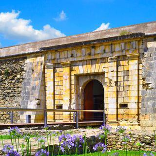 고풍스러운 요새 유적지, 'Ciutadella de Roses' 산책하기