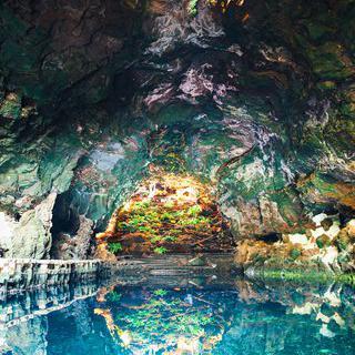 화산이 만든 선물, '란사로테 섬'에서 용암 동굴 탐험하기