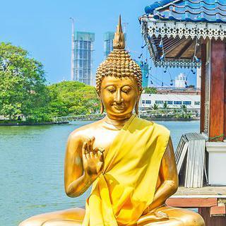 호수 위 불교 사원, '시마 말라카야'에서 불상 감상하기