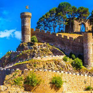 스페인의 해양 요새, 'Muralla de la Vila Vella'에서 바다 풍경 감상하기