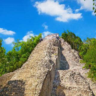마야 문명의 고대 도시, 'Coba'에서 피라미드 오르기