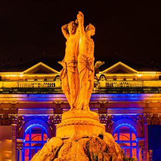 고풍스러운 예술 광장, 'Place de la Comédie'에서 분수 감상하기