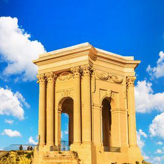 몽펠리에의 우아한 도시공원, 'Promenade du Peyrou'에서 급수탑 감상하기