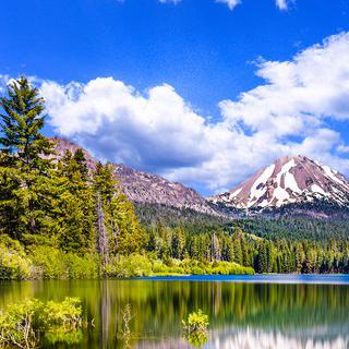 광활한 호수 화산 지대, '라센 볼카닉 국립 공원' 트레킹하기