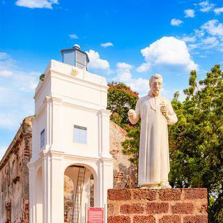 빈티지 중세 예배당, '세인트 폴 교회' 감상하기